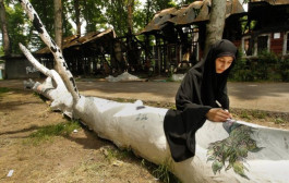 Fallen plane tree becomes symbol of protest in Kashmir