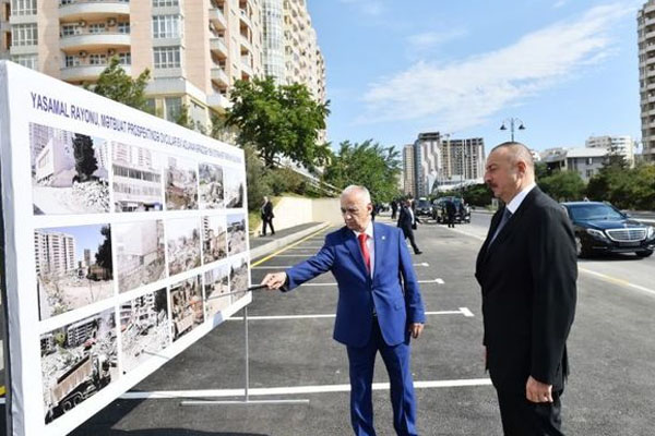 President Ilham Aliyev views newly built park in Yasamal district