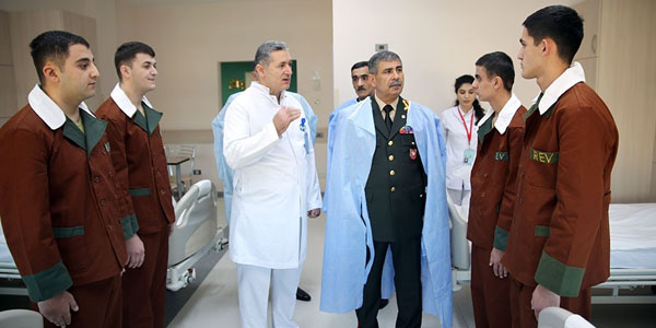 The Minister of Defense visited the military hospital on the occasion of the holidays (PHOTO)