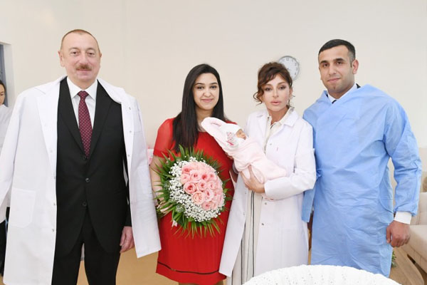 Ilham Aliyev and Mehriban Aliyeva met with parents of Azerbaijan's 10 millionth citizen (PHOTO)