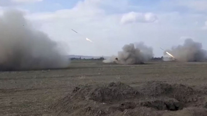 MoD: Video recording of artillery strikes at the night and day time (VIDEO)